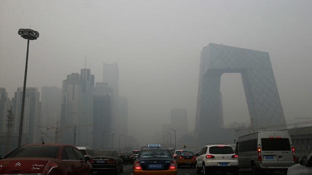 Pekín activa por primera vez la alerta naranja por contaminación del aire