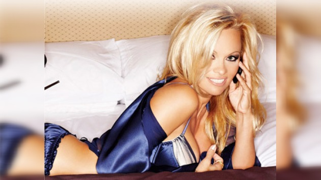 Sexo telefónico con Pamela Anderson