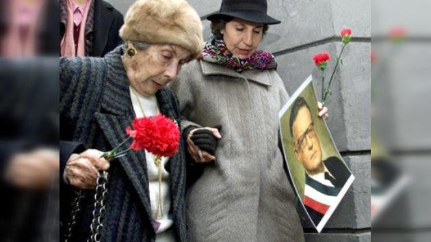 La familia de Salvador Allende presenta una petición oficial para exhumar sus restos