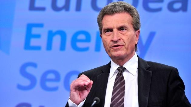 """Comisario europeo Oettinger calificó a Rusia de """"proveedor de energía fiable"""""""