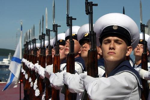 Dmitri Medvédev asistió a los ejercicios militares 'Oriente 2010' en el mar de Ojotsk