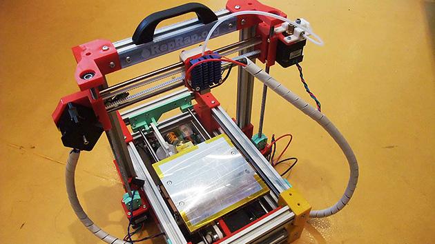 Desarrollan la primera impresora 3D portátil de bajo costo