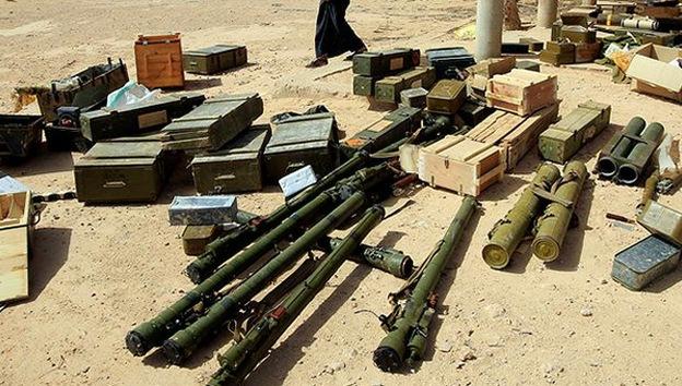 Egipto intercepta un arsenal de armas procedente de Libia