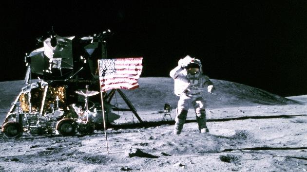 Banderas de EE.UU. permanecen en la Luna tras 40 años