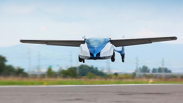 El coche volador eslovaco se prepara para el despegue