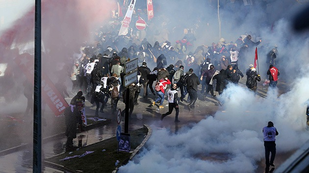 Video, fotos: La Policía turca dispersa protestas en Ankara