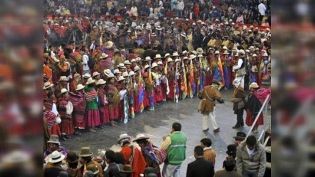 Evo Morales apadrina boda colectiva de al menos 350 parejas indígenas