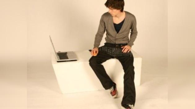 Cibermoda: un pantalón-teclado para los tecnoadictos