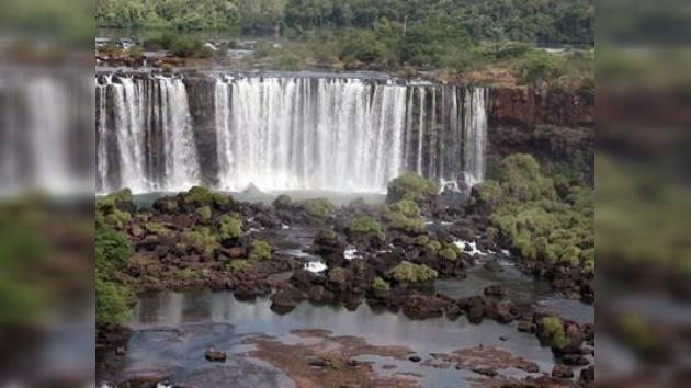 Las famosas cataratas del Iguazú se secan