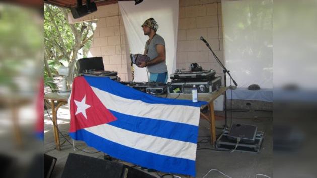 Miles de jóvenes asisten en Cuba a un festival de música electrónica