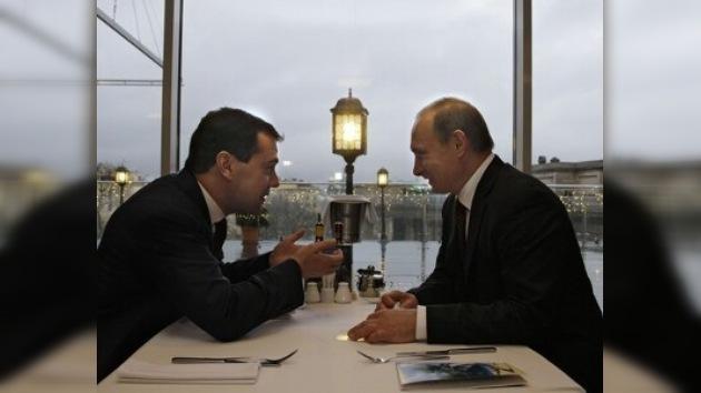 Una competición entre Putin y Medvédev es imposible, según los expertos