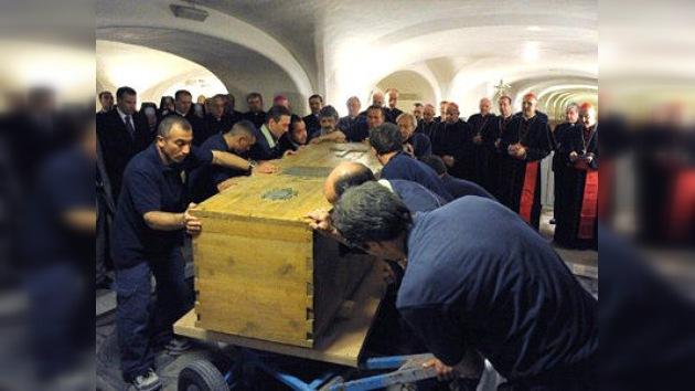Abren tumba de Juan Pablo II en Vaticano