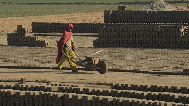 Un millonario australiano propone a Pakistán que reemplace la esclavitud por tecnología