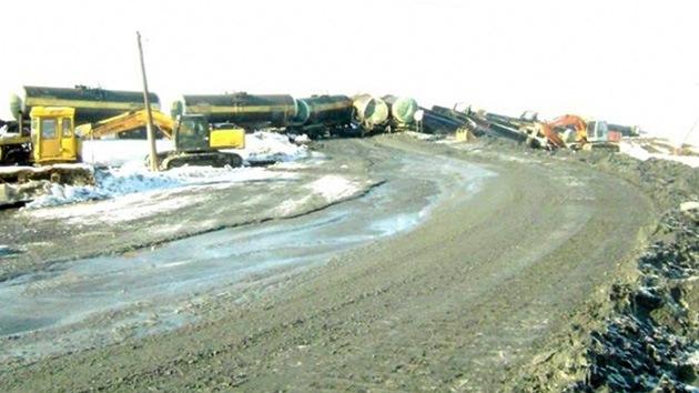 Fotos: Cisternas con ácido sulfúrico descarrilan en los Urales