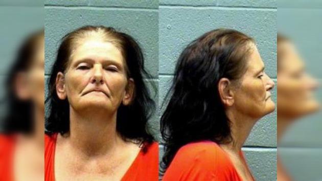 Mujer roba McDonald's con ropa interior tapándole su rostro