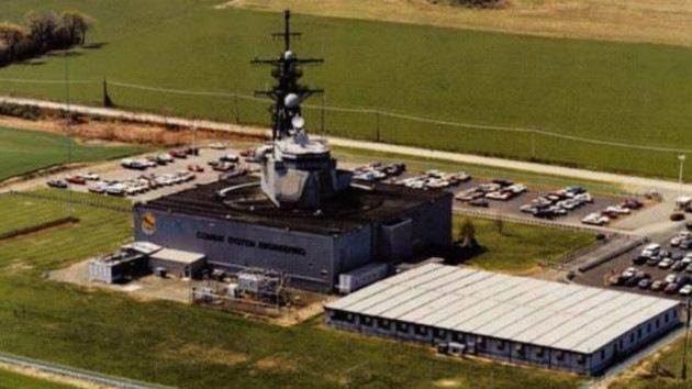 ¿Qué hace un crucero naval en medio de un campo de maíz en EE.UU.?