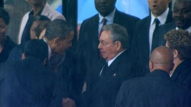 Video: Histórico apretón de manos entre Barack Obama y Raúl Castro