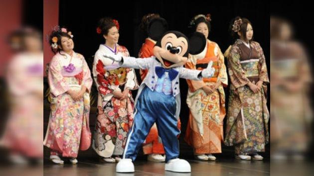 El parque Disneyland de Japón reabre sus puertas un mes después de la catástrofe