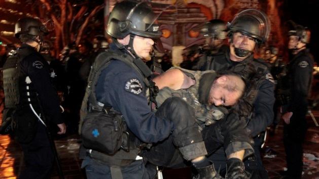 Occupy Los Angeles se querella contra la Policía por uso de tácticas militares