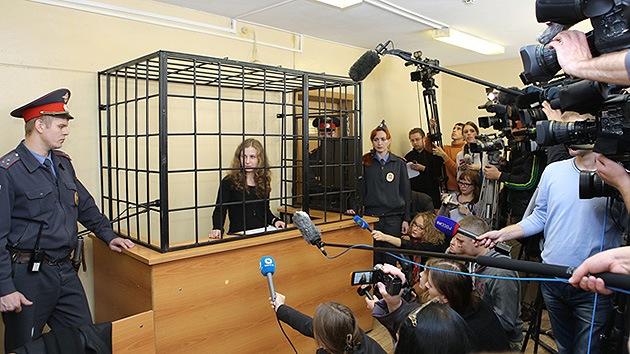 Rusia:Aprueban amnistía de presos, lo que podría liberar a los activistas de Greenpeace y Pussy Riot