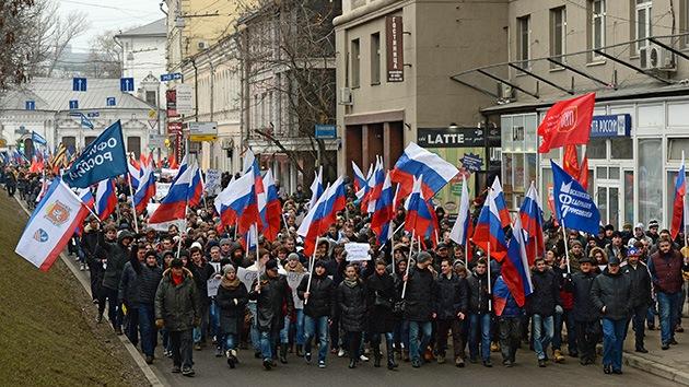 Fotos: El pueblo ruso alienta a Ucrania con masivas marchas pacíficas