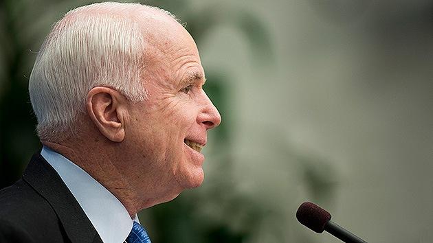 McCain propone ataques aéreos en Siria y exige que Obama tome medidas