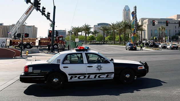 Video: Un policía de EE.UU. casi asfixia a una adolescente asmática