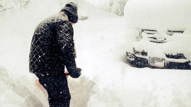 Fotos, video: 8 muertos por la feroz tormenta de nieve que azota EE.UU.