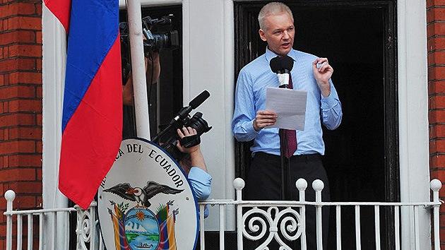 Assange podría permenecer otro medio año en la embajada de Ecuador en Londres