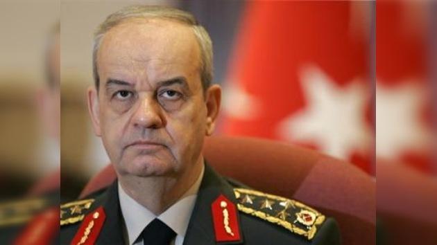 Un juzgado turco detiene a un ex jefe del Estado Mayor acusado de golpismo