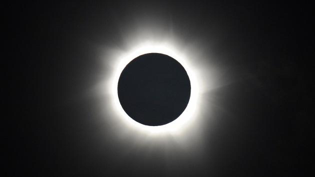 Video: El eclipse híbrido de Sol tapará la Tierra en noviembre