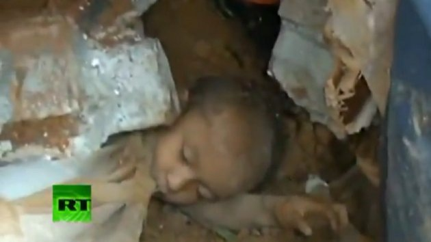 VIDEO: Rescatan a un niño enterrado por los deslizamientos en China