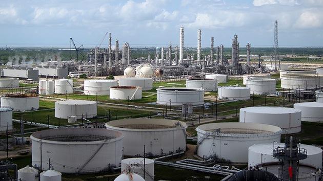 Alerta del FBI ante un posible ataque terrorista contra depósitos de petróleo en EE.UU.