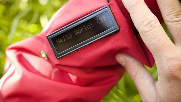 Los socorristas se agarran a la Red: llevarán una chaqueta con Facebook incorporado