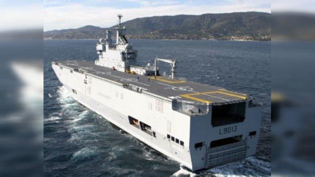 Rusia y Francia firman el contrato de compraventa de dos portahelicópteros franceses