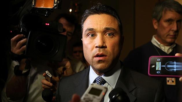"""Video: Congresista amenaza a un reportero con """"tirarlo por el balcón"""" del Capitolio"""