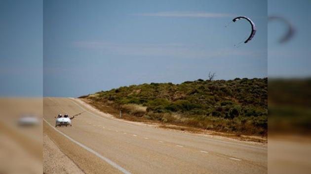 En Australia 2 alemanes aprovechan energía eólica para viaje de 5.000 km