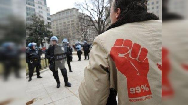 Washington: la policía barre a los indignados y 'pincha' su tienda de los sueños