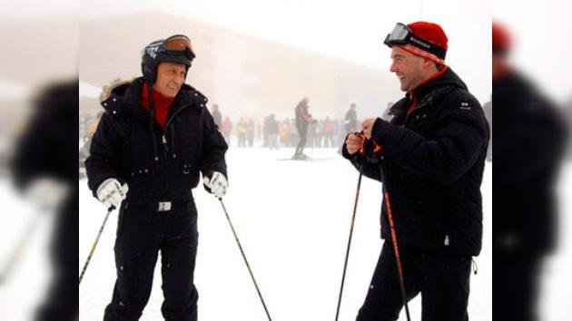 Medvédev y Putin esquiaron en el balneario alpino Krásnaya Poliana