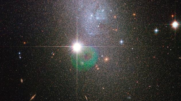 La NASA captura una imagen de una galaxia enana con miles de millones de estrellas