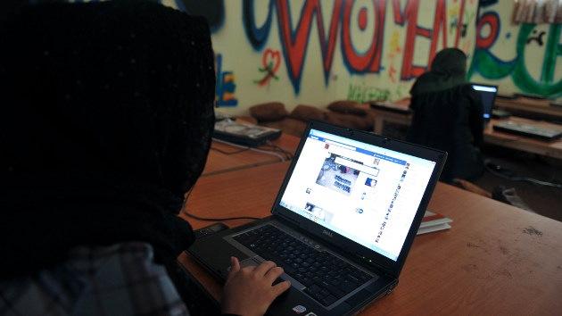 Los que no tienen cuenta en Facebook, ¿son delincuentes?