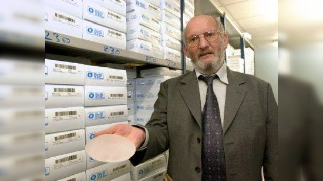 La Interpol busca al fundador de la compañía de implantes de mama