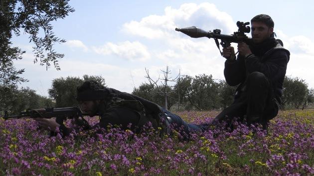Rebeldes sirios exhiben cohetes estadounidenses