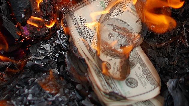 """Economista: """"El sistema del dólar explotará pronto"""""""