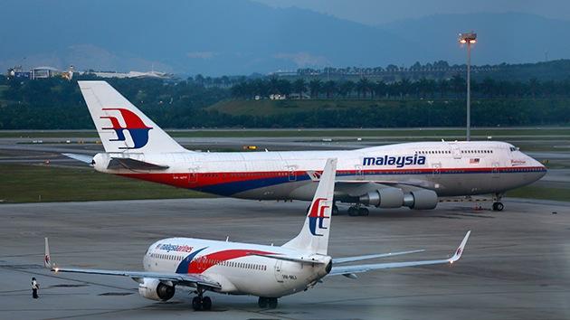 """La familia del piloto del MH370 defiende su reputación: """"No era suicida ni estaba loco"""""""