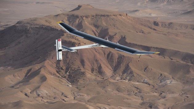 Planean un vuelo de California a Nueva York en un avión con baterías solares