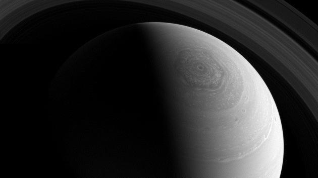 La NASA capta una impresionante imagen del extraño vórtice hexagonal en Saturno