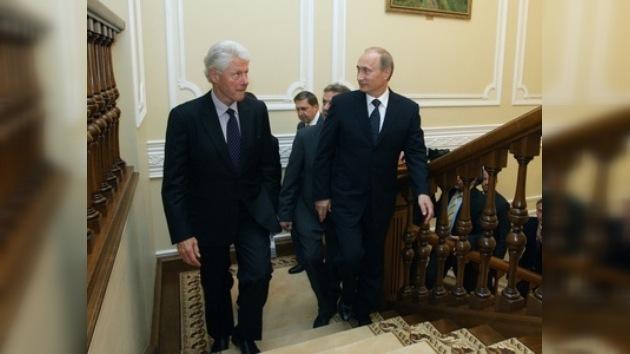 Bill Clinton planeó su viaje al Ártico junto a Putin