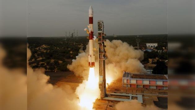 La India pone en órbita cinco satélites