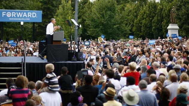 Foto: Un agente de seguridad orina durante un discurso de Obama